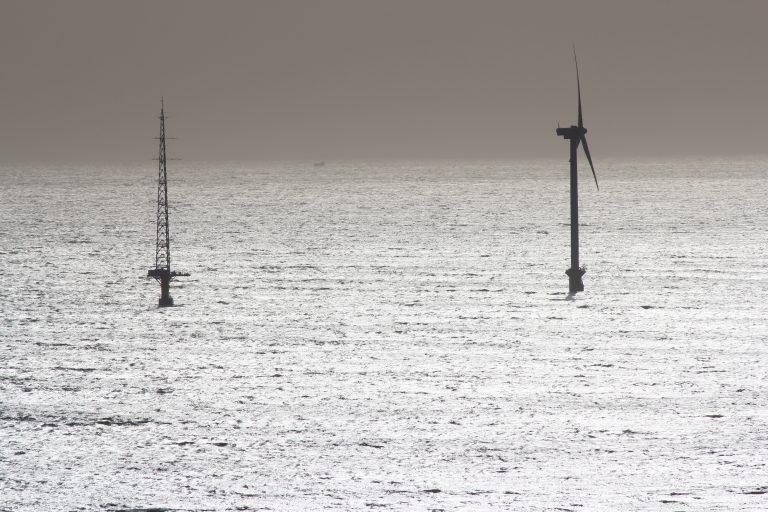 地球の丸く見える丘展望館から見える海上発電