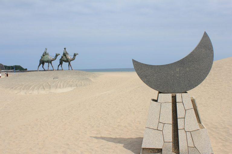 月の砂漠を はるばると 旅の駱駝が ゆきました