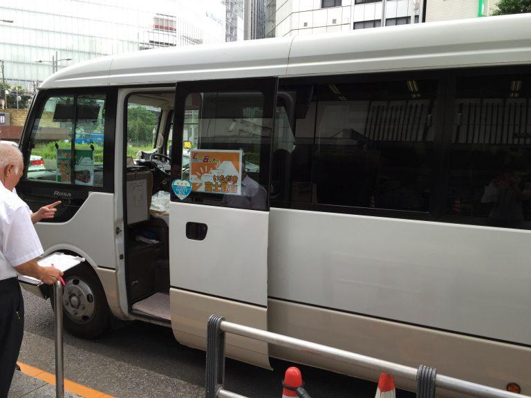 東京駅八重洲口でマイクロバス乗車