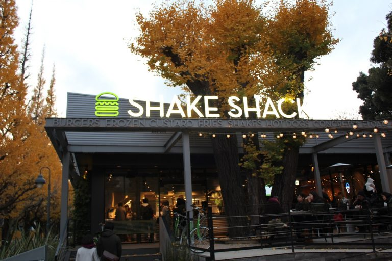 SHAKE SHACK外苑いちょう並木店